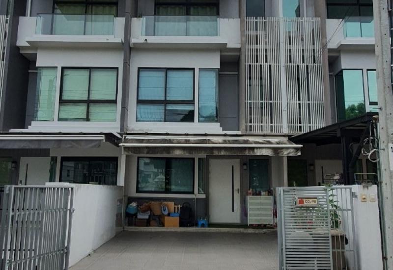 ทาวน์โฮม โครงการบ้านใหม่ พุทธบูชา36 ทำเลดี บ้านติดหน้าสวน ส่วนกลางครบครัน