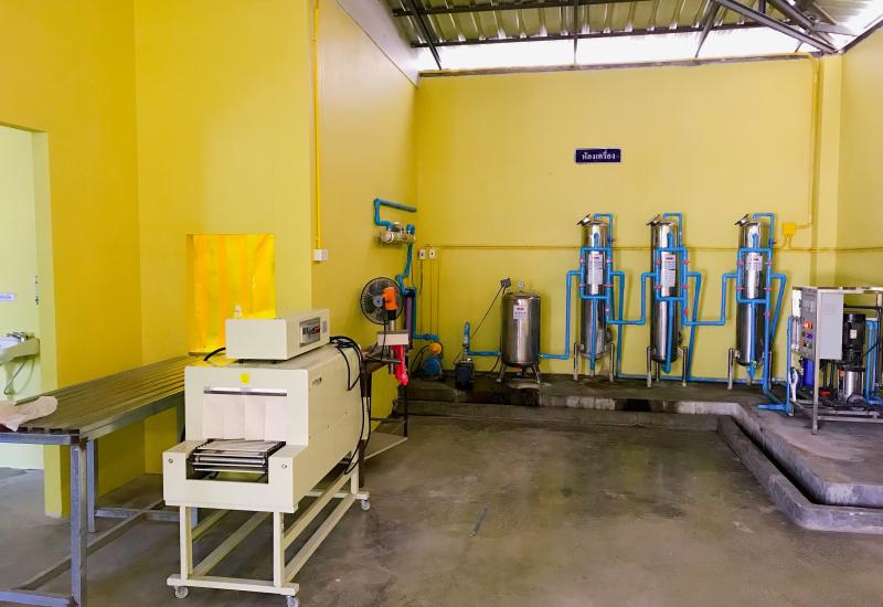 ลำพูน โรงงานน้ำดื่มกลางเมือง ใกล้ศูนย์ราชการจังหวัด หิ้วกระเป๋าเข้าบริหารได้เลย น้ำระบบมาตรฐาน มีอย. RO เนื้อที่ 200 กว่าตรว.
